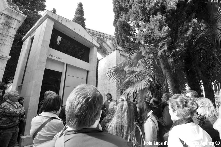 Genova, 25/04/2012 - A Forza di essere Vento - Viaggio con il Coro Le Colone di Mortegliano verso Genova - Cimitero Monumentale di Staglieno - Visita con Dori Ghezzi - Foto Luca d