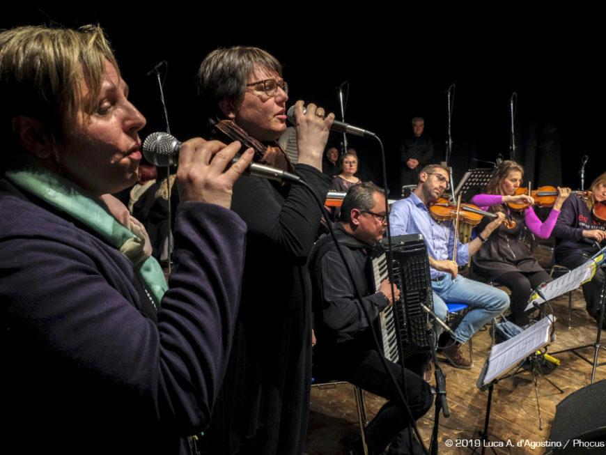 Coro Le Colone - In direzione ostinata e contraria